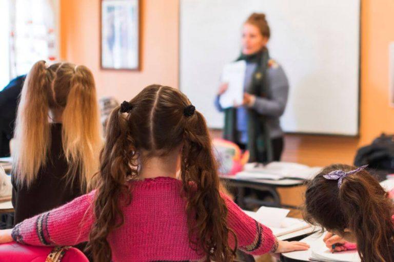 Estudio eficaz, adolescentes en aula